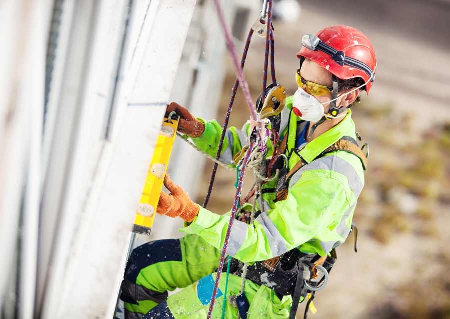 Сколько зарабатывает в москве промышленный альпинист